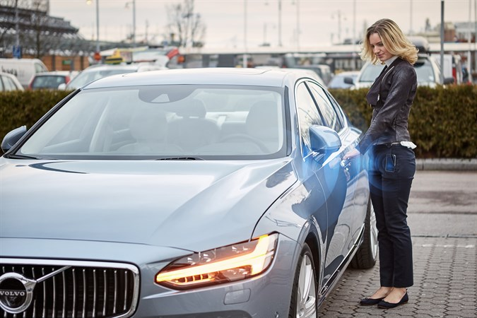 Öppna din Volvo med mobiltelefon - ingen nyckel behövs. Nybergs Bil